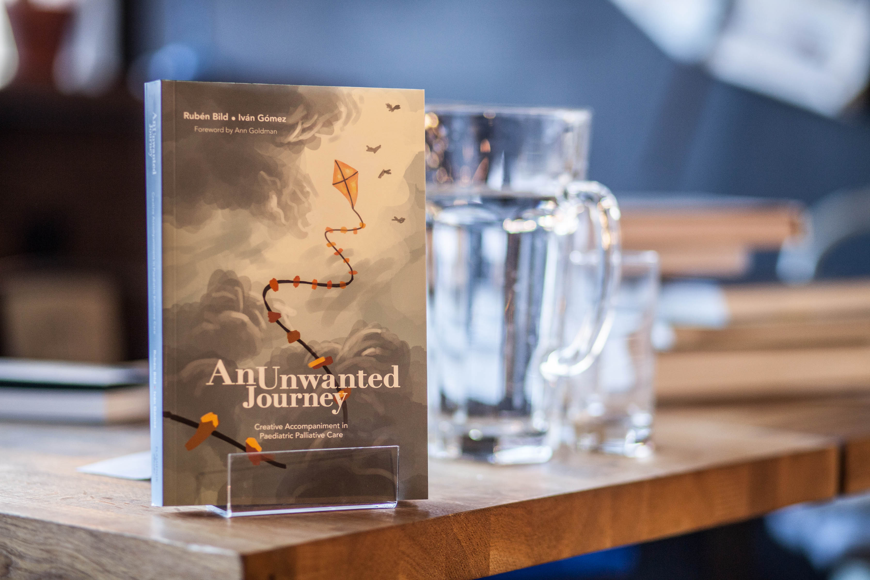 "Portada del libro ""An Unwanted Journey: Creative Accompaniment in Paediatric Palliative Care"""