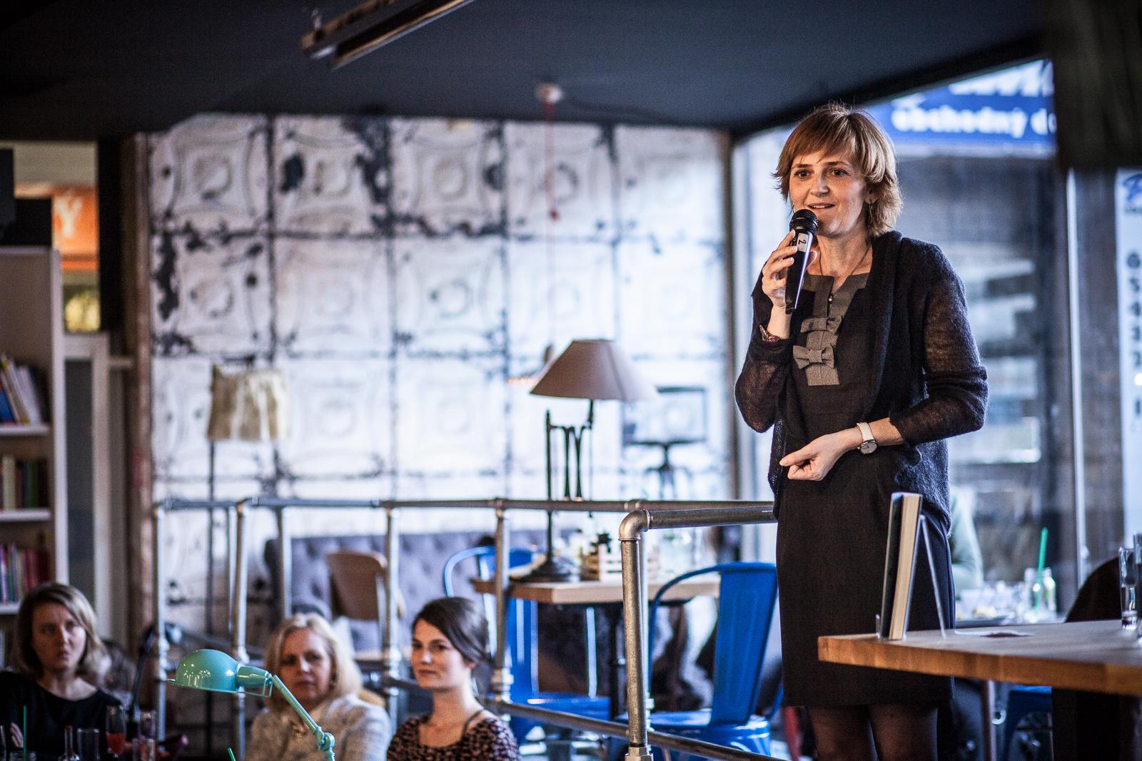 La directora de PLAMIENOK la Dra. María Jasenkova introduce la nueva editorial PLAMIENOK BOOKS.