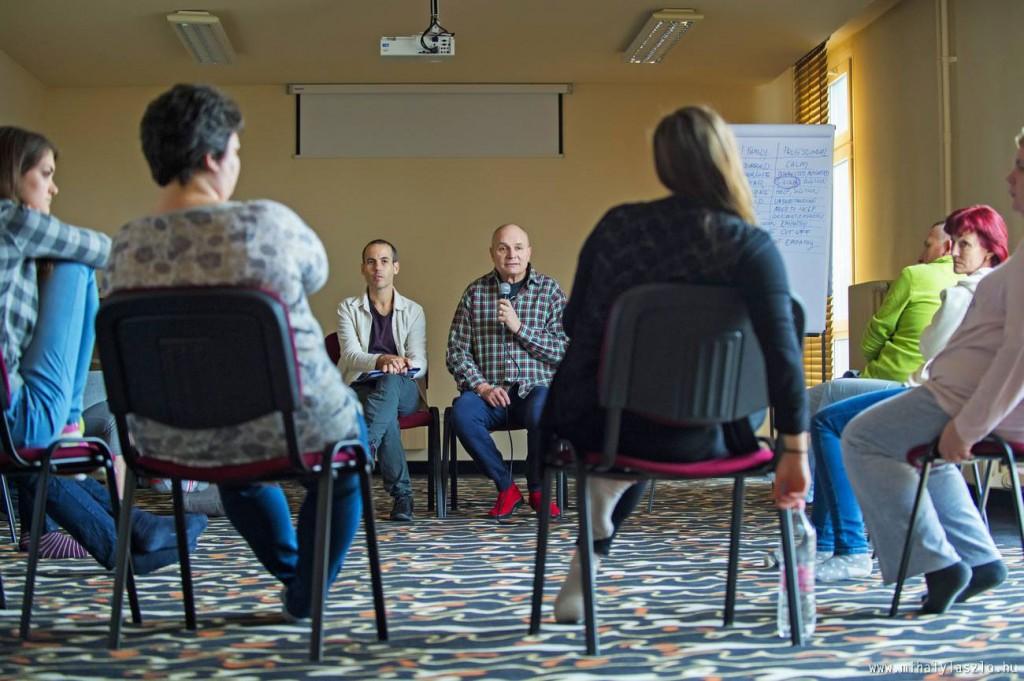 """Iván Gómez y Rubén Bild imparten este taller """"The Challenge of Being"""" para profesionales que trabajan en cuidados paliativos pediátricos en el Hospice de niños de Pécs, Hungría"""